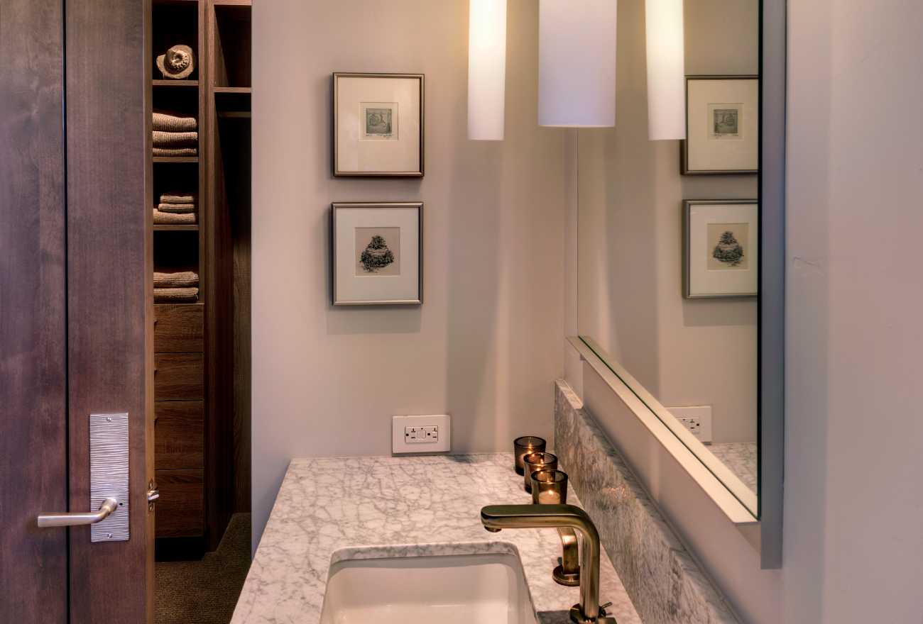 Tucson Cabinets & Stoneworks bathroom vanity and splash guard (image)