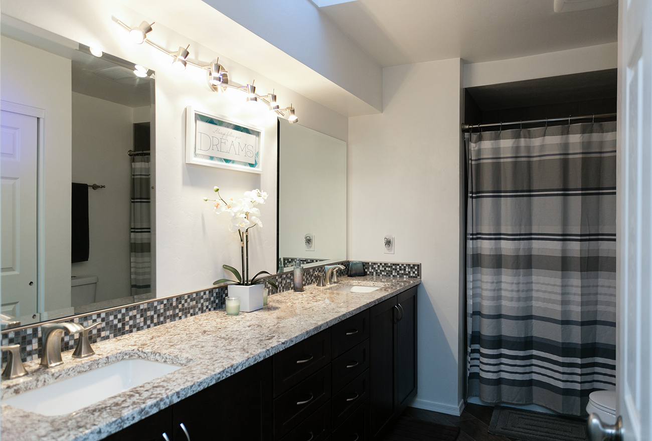 Tucson Cabinets & Stoneworks bathroom (image)